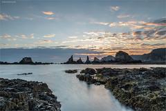 De nuevo en Gueirua (ribadeluis) Tags: cliff costa beach sunrise canon asturias playa paisaje amanecer canonef2470mmf28lusm cudillero acantilado rocas manfrotto cantabrico cantbrico santamarina eos6d principadodeasturias canoneos6d gueirua