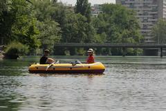 Schlauchboot ( Gummiboot ) auf der  Rhne ( Fluss - River ) unterhalb von Genf im Kanton Genf - Genve in der Schweiz (chrchr_75) Tags: chriguhurnibluemailch christoph hurni schweiz suisse switzerland svizzera suissa swiss chrchr chrchr75 chrigu chriguhurni hurni140603 juni 2014 albumrhone rhone rhne fluss river wasser water gummiboot gummiboote schlauchboot boot jolle dinghy boat jolla canot  sloep bote schlauchboote albumschlauchbootegummibooteunterwegsinderschweiz 1406 juni2014 albumrhne albumrhneflussriver