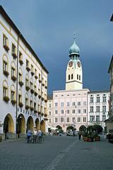 Rosenheim - Max-Josefs-Platz + Stadtpfarrkirche St. Nikolaus (astroaxel) Tags: deutschland bayern rosenheim max josefs platz stadtpfarrkirche kirche st nikolaus