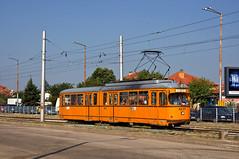 Im Bereich der Endhaltestelle wurden whrend der Reise entlang der Straenbahntrasse die Zune ausgetauscht. Dwag-Gelenkwagen 4237 kurz vor der Haltestelle 'Avtostantsiya Istok' (Frederik Buchleitner) Tags: 237 4237 bulgaria bulgarien blgariya duewag dwag gt6 linie22 sechsachser sofia stolitschenelektrotransportag strasenbahn streetcar tram trambahn tramvai     sofiacity blgariya dwag straenbahn tramvai
