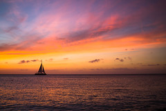 Aruba Sunset (Haydelis) Tags: beach beautiful sunset aruba caribe caribbean sea caribbeansea boat colores canon canont3 canonphotography landscape paisaje paisajismo colors