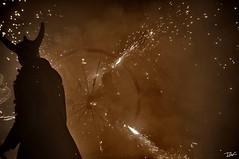 Correfoc 059 (Pau Pumarola) Tags: correfoc foc fuego feu fire feuer guspira chispa étincelle spark funke festa fiesta fête fest diable diablo devil teufel catalunya cataluña catalogne catalonia katalonien girona diablesdelonyar