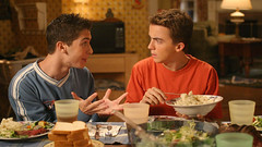 Malcolm & Reese (Malcolm in the Middle) (phototheque.ino) Tags: meilleuresséries jeunesse séries malcolm reese malcolminthemiddle humour comédie