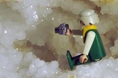 l'esploratore (Roberto Gramignoli) Tags: esplorazione playmobil pietra pietre minerali cristalli stone fantasy