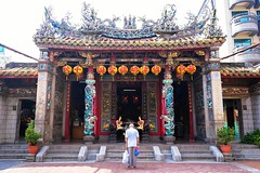 Bowing () Tags: bow bowing cijin temple matsutemple kaohsiung takao monument historic building architecture island cijinisland