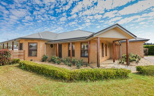 11 Lakeside Circuit, Dubbo NSW 2830
