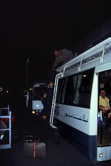Ägypten 1999 (538) Kairo (Rüdiger Stehn) Tags: afrika ägypten egypt nordafrika 1999 winter urlaub dia analogfilm scan slide 1990er 1990s القاهرة kairo alqāhira unterägypten nordägypten diapositivfilm analog kbfilm kleinbild canoscan8800f canoneos500n 35mm menschen leute stadt strase misr مصر arbeit flughafen
