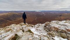 The Munro beyond the Moor (Kyoshi Masamune) Tags: uk scotland munro kyoshimasamune glencoe buachailleetivemor stobdearg mountain wideangle ultrawideangle snow glencoepass summit panorama rannochmoor altnafeadh glenetive highlands scottishhighlands schiehallion lochrannoch centralbuttress thebuachaille