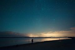 Perseiden Nacht auf der Insel Poel (JohannesK86) Tags: ocean night strand stars landscape deutschland lights star licht nikon meer nacht wolken shooting bluehour blau ostsee baum strandkorb sterne langzeitbelichtung sternschnuppe blaue blauestunde weitwinkel poel langzeit sternenhimmel uww perseiden lzb ultraweitwinkel schternschnuppen