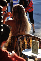 Café terrasse (jmvnoos in Paris) Tags: light paris france café backlight hair table chair nikon couple chairs drink bokeh lumière blondes terrasse couples blond drinks blonde tables 100views 200views chaise chaises contrejour cafés backlighting blonds boisson boissons cheveux terrasses chevelure d700 jmvnoos