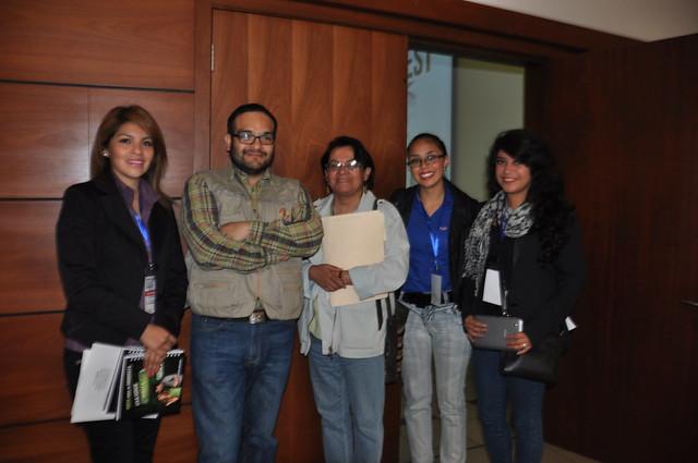 Equipo del Ministerio de Relaciones Exteriores y Jorge Imbaquingo, organizador del Hackathon.