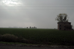 view from highway (*sonnenschein*) Tags: italy milan nikon highway milano nebbia lombardia casolare autostrada pianura mailand risaia pianurapadana d3000