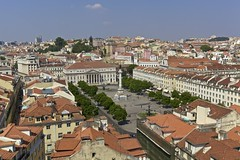Vista da Praa Dom Pedro IV (Rossio), Lisboa (Francisco Arago) Tags: plaza trees sky people portugal horizontal clouds buildings square photography pessoas europa europe day colours photographer view lisboa lisbon capital fuente aerialview bluesky dia panoramic aerial cu panoramica vista praa piazza fotografia fontana fonte fotgrafo area prdios rvores builds rossio beautifulday edifcios colorido nvens cuazul panoramicview vistaarea vistapanoramica cidadehistrica lindodia edificaes linhadohorizonte cidadeturstica canonef1635mmf28lii canoneos5dmarkii velhomundo unioeuropia tempoquente franciscoarago velhocontinente capitalinternacional projetotempo pracadompedroivrossio
