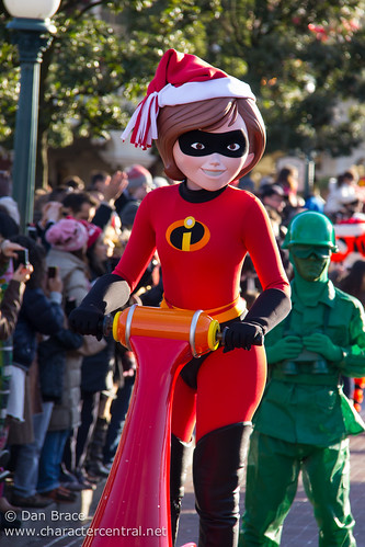 Mrs Incredible At Disney Character Central