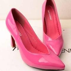 รองเท้าส้นสูง รองเท้าออกงาน แฟชั่นเกาหลีทรงหัวแหลมแบบสวมเป็นรองเท้าทำด้วยหนังสังเคราะห์แบบหนังแก้ว หัวแหลมสวยเซ็กซี่ สวยเหมาะที่จะใส่ออกงานราตรี จะใส่เป็นรองเท้างานราตรี รองเท้าแฟชั่นหรูหรา  ใส่ไปทำงานหรือพบลูกค้าแขกพิเศษสำคัญในงานราชการ ให้คุณดูเรียวเท้า