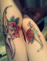 (El Vostre Odi) Tags: boyfriend rose tattoo arm rosa oldschool skinhead albacete penknife navaja rosetattoo armtattoo skingirl oldschooltattoo skinheadtattoo penknifetattoo navajaalbacete