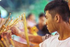 offering incense during Vietnamese New Year (kuuan) Tags: pagoda 85mm olympus vietnam mf f2 tet saigon zuiko manualfocus incense hcmc fzuiko chùavĩnhnghiêm f285mm olympusfzuikoautotf285mm
