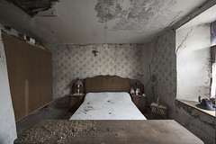 Crumbling dreams (Kriegaffe 9) Tags: bed bedroom decay abandoned