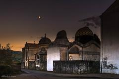 El cementerio y la luna (allabar8769) Tags: cementerio italia luna sicilia taormina atardecer
