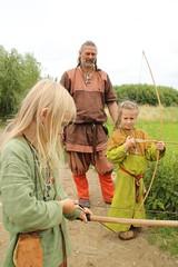243 Haithabu WHH 17-07-2016 (Kai-Erik) Tags: geo:lat=5449026637 geo:lon=956608068 geotagged haithabu hedeby heddeby heiabr heithabyr heidiba siedlung frhmittelalterlichestadt stadt wikingerzeit wikinger vikinger vikings viking vikingr huser vikingehuse vikingetidshusene museum archologie archaeology arkologi arkeologi whh wmh haddebyernoor handelsmetropole museumsfreiflche wall stadtwall danewerk danevirke danwirchi oldenburg schleswigholstein slesvigholsten slesvigland deutschland tyskland germany 8sommermarkt hndler handwerk handwerker markt wikingermarkt marktgeschehen 17072016 17juli2016 17thjuly2016 07172016 httpwwwhaithabutagebuchde httpwwwschlossgottorfdehaithabu