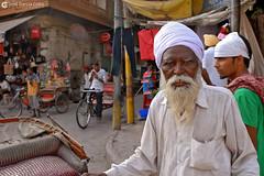 12-07-04 India-Ladakh (94) Amritsar R01 (Nikobo3) Tags: asia india ladakd amritsar urban people gentes retratos portraits tuktuks rickshaw jammu kashmir kachemira travel viajes nikon nikond200 d200 nikon247028 nikobo joségarcíacobo flickrtravelaward ngc natgeofacesoftheworld wonderfulworld social culturas color
