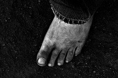 dirty feet in black and white 001 (dirtyfeet6811) Tags: feet toes barefoot dirtyfeet dirtytoes