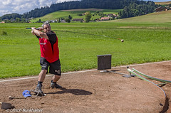 """Playing the """"Hornusse"""" game in Switzerland (Ulrich Burkhalter) Tags: 20160806 droeschfest grindelwald hornusse lauterbrunnen sigriswil imgp72422pedited1"""