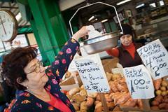 [ potatoes ] ([ chang ]) Tags: wwwriccardoromanocom philadelphia filadelfia market mercato people person persona gente persone street shot streetshot potatoes patate signore women woman