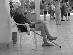 the old man (Roxy Starfruit) Tags: black white old man signore anziano watch guardare thinking pensare