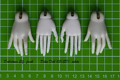 Dika Doll jointed hands comparison (Rabbit go mad) Tags: bjd doll comparison reference dollstown dollstownelf jointedhands dikadoll