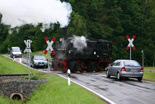 HSB: Mallet-Lok 99 5906-5 als Lz nach Gernrode auf dem Bahnübergang in Sternhaus-Haferfeld