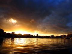 Vieux port sunset (VinZo0) Tags: marseille vieux port bateau sunset coucher de soleil light unreal irréel beauty ciel sky nuage cloud explore sea sun
