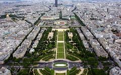 Champ de Mars (sramses177) Tags: park city urban panorama paris france frankreich eiffel toureiffel champdemars stadt eiffelturm parc marsfeld