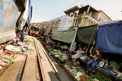 Maeklong Train Market (desomnis) Tags: thailand asia market bangkok traveling tavel maeklong maeklongtrainmarket desomnis trainmakret