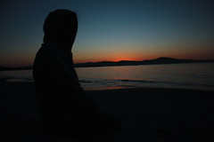 Sunset on beach bench (Nohan Ribeiro) Tags: blue sunset sea brazil sky orange brown sun mountain beach water beautiful backlight digital canon wonderful dark rebel iso200 alone darkness florianopolis santacatarina nightfall xsi darkblue 18mm hauntingly