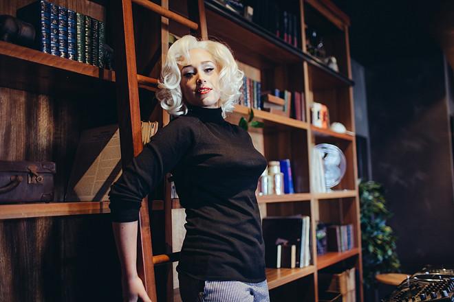 Blonde_255