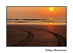 Sunset (Vaithy Photoworks) Tags: sea seascape beach nature goa calangute seashore baga palolem candolim bagabeach arambol calangutebeach arambolbeach candolimbeach kadal vaithy vaithyphotoworks vaithiyanathank nathankv2010gmailcom vaithiyanathan vaithiyanathankrishnaswamy vaithyphotoworkscom kvaithiyanathan kadalkarai