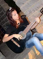 Fer Pin Up (Yas Morais) Tags: girl nikon colorful guitar crown garota coroa pinup cmera colorida violo