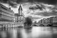 Paris : Pont Saint-Michel (Laurent photography) Tags: street city longexposure wallpaper bw cloud paris france monochrome architecture french geotagged nikon europe flickr cityscape cloudy nb historic hd 365 nikkor fx geographic nationalgeographic paris5e awesomeshot supershot edgeoftown anawesomeshot dailyfrenchpod d700 infinestyle concordians theartistseyes masterpiecefromparis laurentphotography