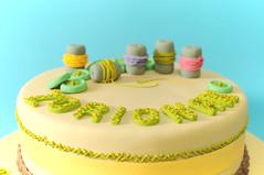 La chicas 'amantes' del bordado (charly's cakes) Tags: lima manga icing yogurt crema frosting zorionak relleno botones azcar fondant hilos felicidades glaseado bizcocho royalicing sugarcraft bordar
