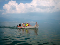 In het bootje naar het eiland