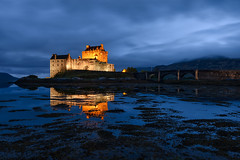 Eilean Donan Castle (Simone Angelucci) Tags: light scotland bluehour dornie eileandonnacastle
