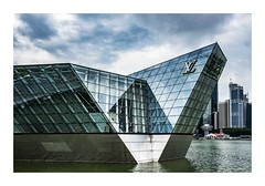Loius, Singapore (red stilletto) Tags: singpaore marinabay marinabaysands marinabaysandssingapore louisvuitton louisvuittonsingapore architecture