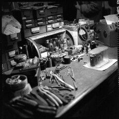 img359 La scrivania del professore (Rolleiflex Tessar 75mm) (Paolo Aufieri) Tags: rolleiflex paolo aufieri paoloaufieri analogico film hp5 microphen epson v500