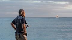 Sunset Spectator (Oliver Leveritt) Tags: nikond7100 afsvrzoomnikkor70300mmf4556gifed oliverleverittphotography candid waikikibeach suset waikiki honolulu hawaii oahu man