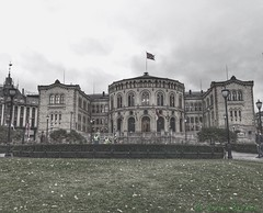 Government of Norge (C.Bry@nt) Tags: norge norway noruega norsk norske norwegian nordic scandinavian akershus oslo apple iphone7 skandinavia arquitectura architecture construction parlament parlamento stortinget oslogovernment