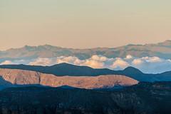 Alma en el camino (miguel vanegas) Tags: andes cielo amanecer cocuy colombia treking montaa mountain sky crepusculo tenues caminar 4500 paisaje