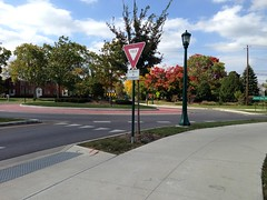 Kinnear Road roundabout (dankeck) Tags: red leaves northstar lamppost