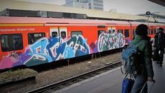 Graffiti (Honig&Teer) Tags: graffiti honigteer hannover hbf aerosolart streetart spraycanart sport sbahn steel eisenbahngraffiti railroadgraffiti regio train treno traingraffiti trainart db