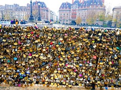 Forever trusting who WE are and nothing else matters. 💫💛🔐 (rebecasz) Tags: paris france sena key love romantic amor city bridge travelling visit lamps lock